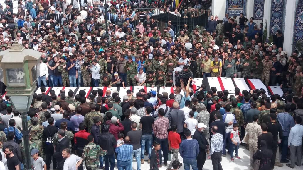 """تشييع ضحايا وقتلى كفريا والفوعة في """"السيدة زينب""""- الأربعاء 26 نيسان (تويتر)"""