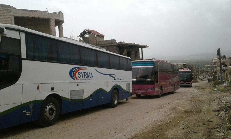 حافلات في بلدة مضايا- السبت 15 نيسان (ناشطون)
