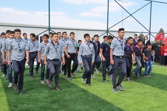 """فعاليات افتتاح ملعب كرة قدم للاجئين السوريين في مركز """"بوينو يوغون"""" للإيواء في ولاية هاتاي- تركيا (الأناضول)"""