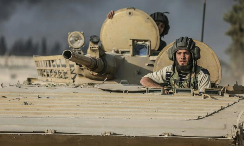 """مقاتلون يعتلون عربة لـ """"جيش الإسلام"""" في غوطة دمشق الشرقية - أيلول 2016 (حساب قائد الفصيل)"""