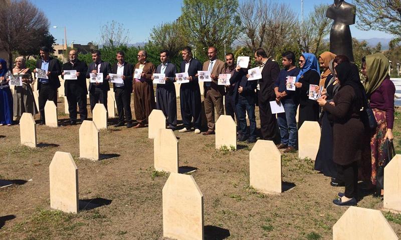 """أهالي وناشطون في """"حلبجة"""" الكردية يتعاطفون مع ضحايا مجزرة خان شيخون- الأربعاء 5 نيسان (NRT)"""