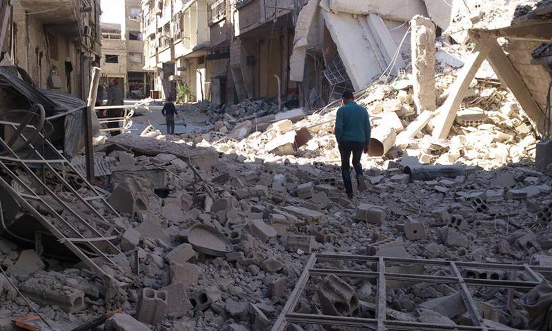 دمار واسع خلفته غارات جوية على مدينة عربين في الغوطة الشرقية- الجمعة 7 نيسان (تنسيقية عربين)