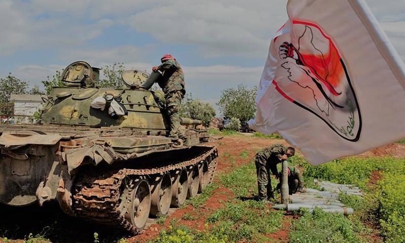 """دبابة تابعة لميليشيا """"الدفاع الوطني"""" في محردة- الجمعة 14 نيسان (فيس بوك)"""
