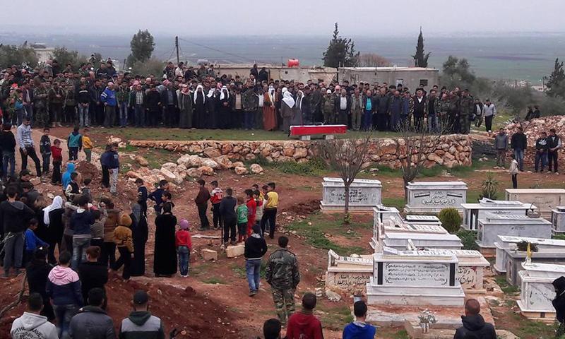 تشييع قتلى قوات الأسد في قرية أصيلة بريف حماة- 23 آذار 2017 (فيس بوك)