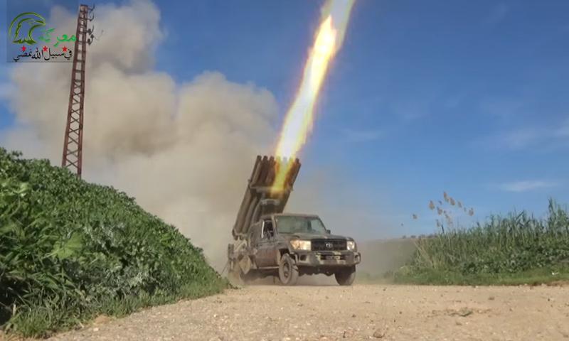 """راجمة تابعة لـ """"جيش العزة"""" في ريف حماة الشمالي الغربي- 4 نيسان 2017 (يوتيوب)"""