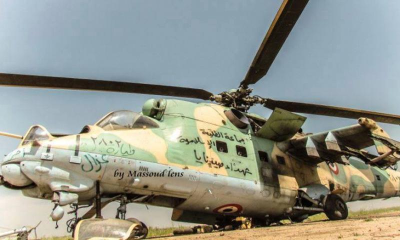 طائرة مروحية سيطرت عليها فصائل المعارضة في مطار أبو الضهور العسكري - (انترنت)
