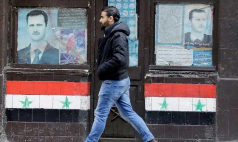 لافتة تحمل صور رئيس النظام السوري بشار الأسد في مدينة دمشق - آذار 2017 - (AFP)