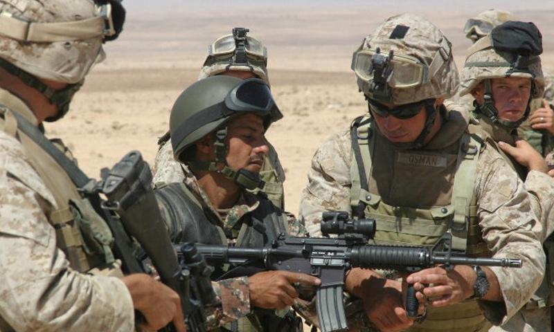 """أرشيفية- جنود أمريكيون يدربون عناصر من """"الجيش الحر"""" في التنف (وكالات)"""