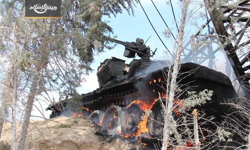 دبابة من نوع t72 دمرها مقاتلو جيش الإسلام على جبهة حوش الضواهرة شرق دمشق - 12 نيسان - (جيش الإسلام)