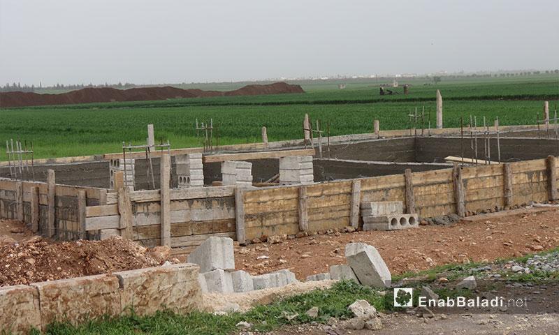 أساسات لأحد البيوت المبنية حديثًا في بلدة احتيملات شمال حلب - 20 نيسان 2017 - (عنب بلدي)