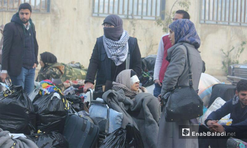الدفعة الثانية من عملية إجلاء المدنيين من حي الوعر بمدينة حمص - 27 آذار 2017 (عنب بلدي)