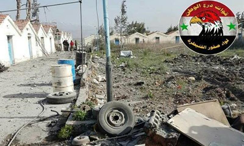 آثار القصف الإسرائيلي على معسكرات الأسد في نبع الفوار بمدينة القنيطرة - 23 نيسان - (فيس بوك)