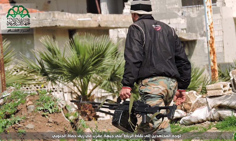 مقاتل من حركة أحرار الشام الإسلامية على جبهات ريف حلب الجنوبي - 4 نيسان 2017-(أحرار الشام)