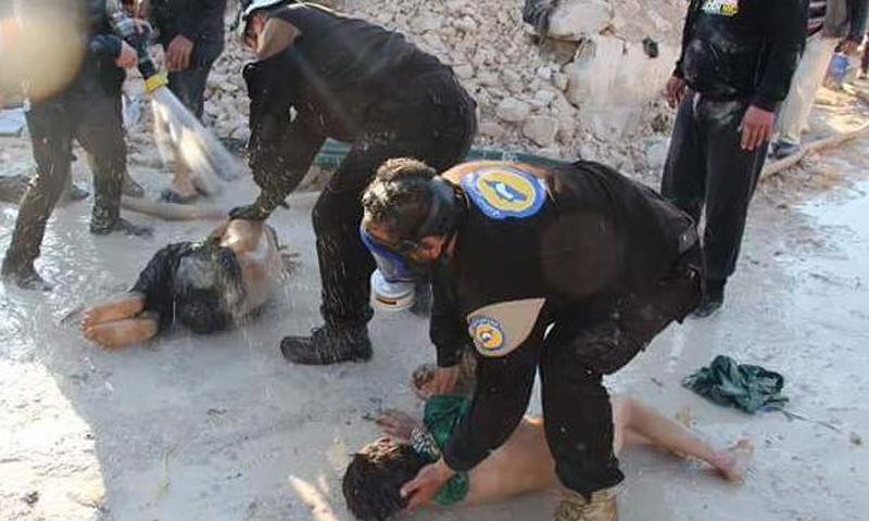 إصابات قصف الغازات السامة على مدينة خان شيخون بريف إدلب- 4 نيسان - (فيس بوك)