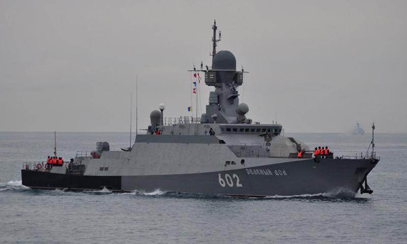 طراد روسي حربي قبالة السواحل السورية - (انترنت)