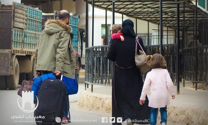 سوريون في معبر باب الهوى الحدودي بين سوريا وتركيا - 19 نيسان 2017 (إدارة المعبر)