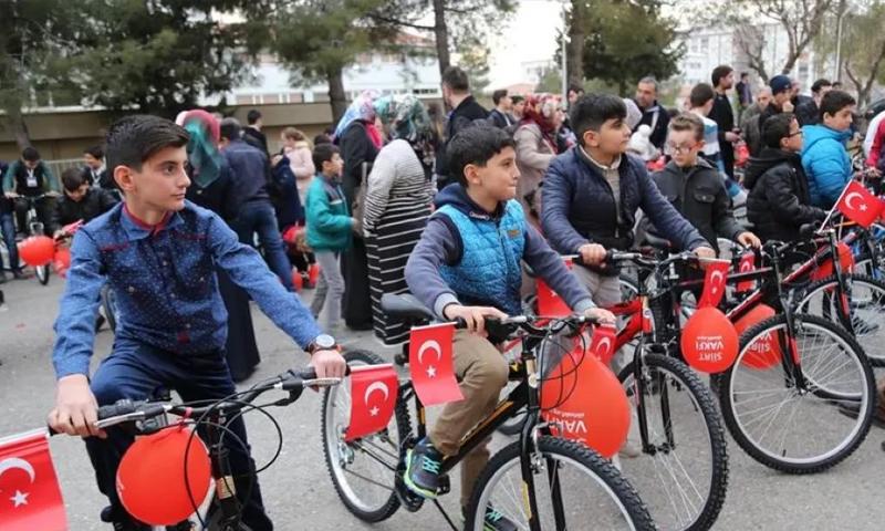 """حملة """"ارتاد المسجد للصلاة واجمع النقاط لتربح دراجة"""" في ولاية سيرت جنوب شرق تركيا - شباط 2017 - (انترنت)"""
