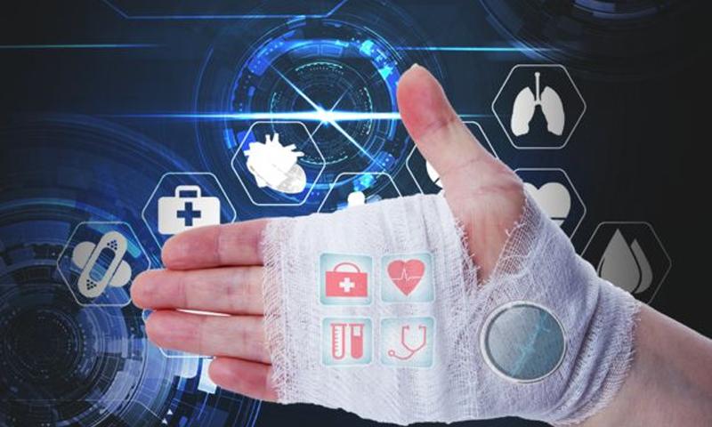 باحثون يطورون ضمادًا ذكيًا يكشف العلاج المناسب للجرح - (BBC)