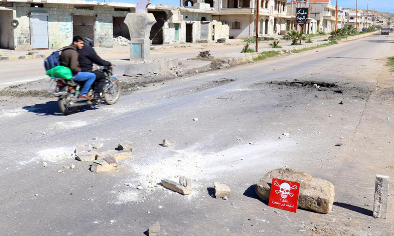 مكان سقوط قنبلة تحتوي مواد كيماوية في خان شيخون- 5 نيسان 2017 (رويترز)