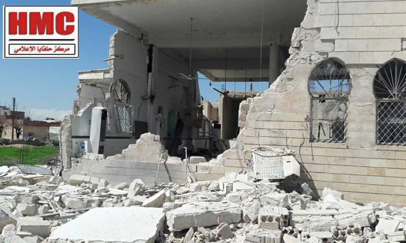 دمار لحق بمسجد في مدينة حلفايا جراء القصف الجوي- الاثنين 3 نيسان (مركز حلفايا الإعلامي)