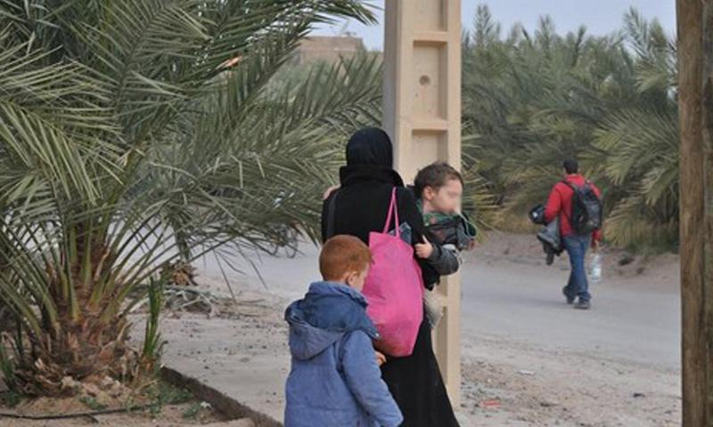 """لاجئة سورية في بلدة """"فجيج"""" على الحدود المغربية- الجزائرية (هسبريس)"""