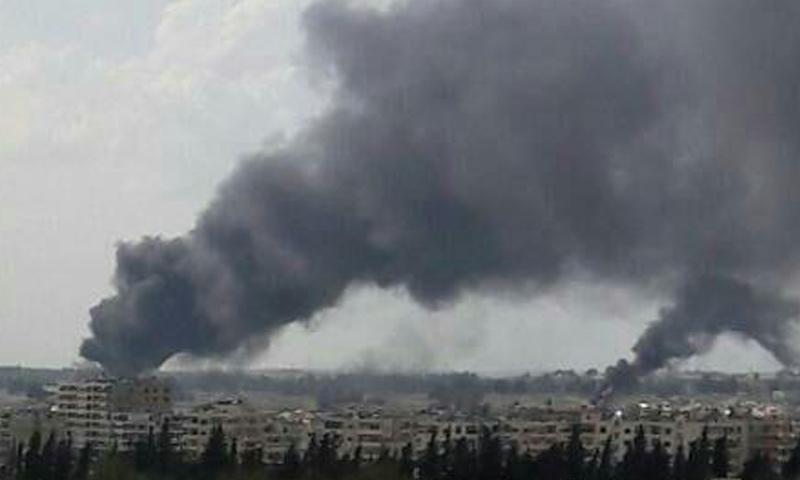 تصاعد دخان كثيف من مطار حماة العسكري- الأحد 16 نيسان (فيس بوك)