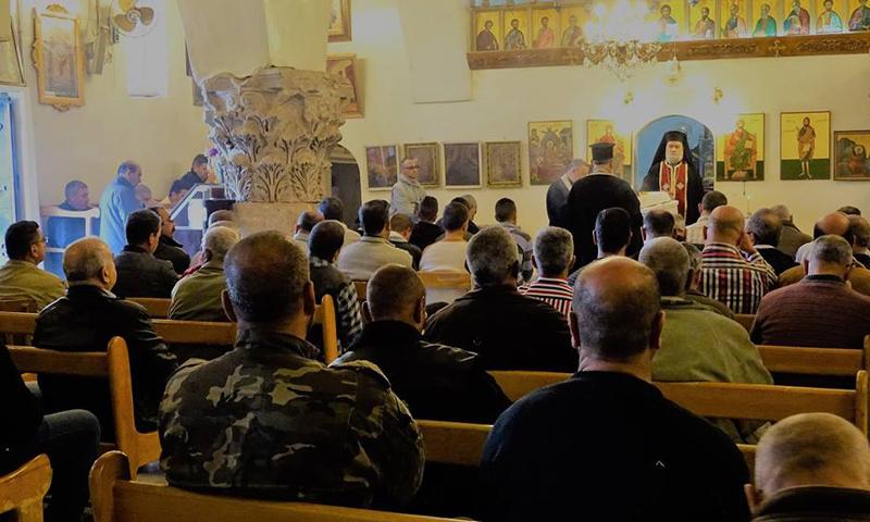 قداس في أحد كنائس مدينة محردة- الثلاثاء 4 نيسان (فيس بوك)
