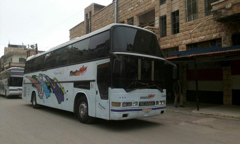 حافلات الإجلاء تدخل إلى مدينة مضايا بريف دمشق الغربي- 12 نيسان - (ناشطون)