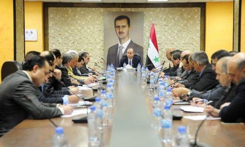 وزير النفط في حكومة النظام، علي غانم، مجتمعًا بمدراء شركات المحروقات - آذار 2017 (وزارة النفط)