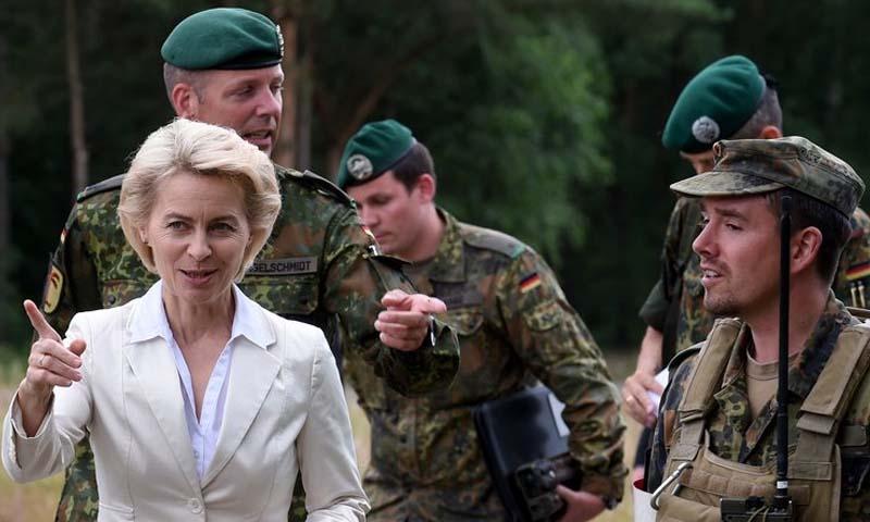 تعبيرية: عناصر من الجيش الألماني برفقة وزيرة الدفاع، أورسولا فون دير ليين (إنترنت)