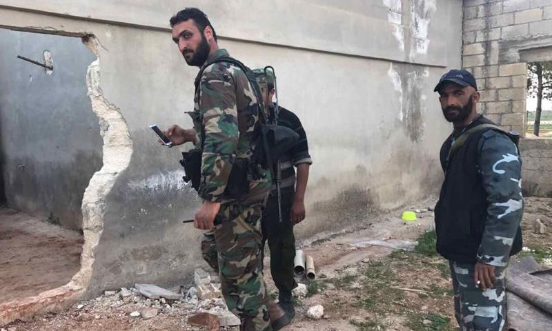 عناصر من قوات الأسد في ريف حماة الشمالي- 10 نيسان 2017-(سبوتنيك)