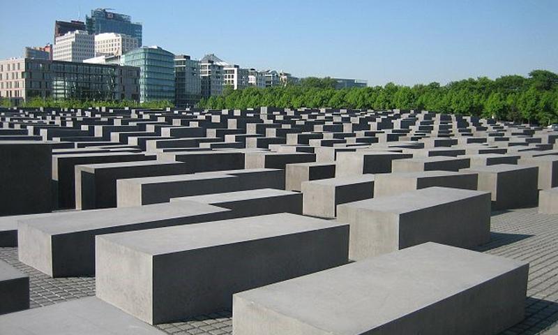 """نصب تذكاري في برلين لضحايا محرقة """"هولوكوست"""" بحق اليهود - (انترنت)"""
