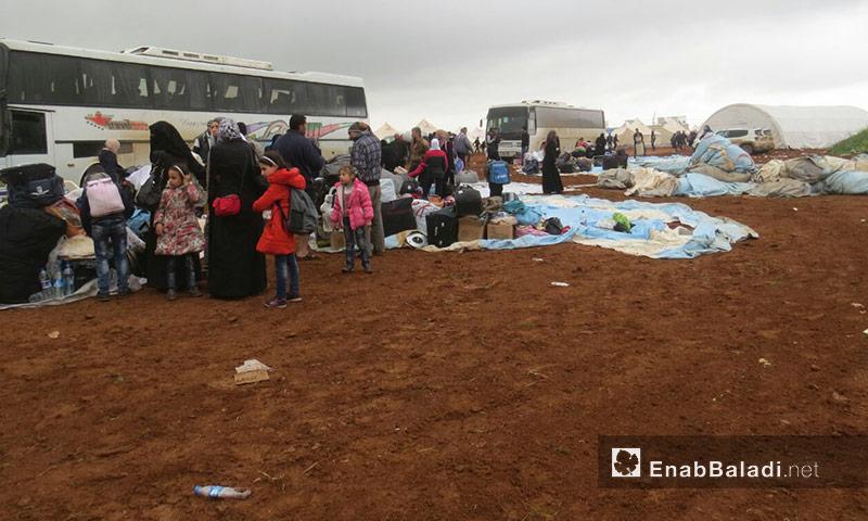 أهالي حي الوعر في مخيم زوغرة غرب جرابلس - 9 نيسان 2017 (عنب بلدي)