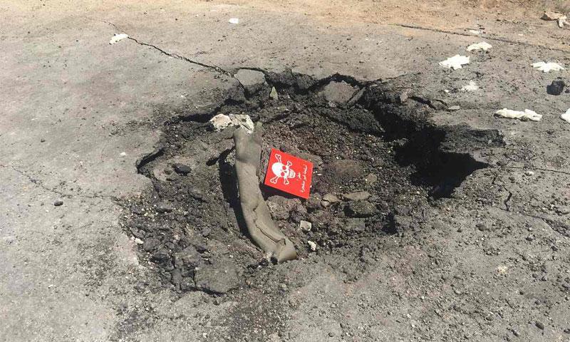 منطقة مستهدفة بصواريخ تحمل موادًا كيماوية في مدينة خان شيخون- الخميس 6 نيسان (الغارديان)
