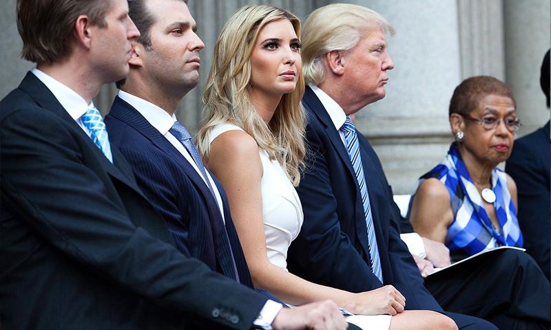 إيفانكا ترامب، بجانب والدها دونالد ترامب (إنترنت)