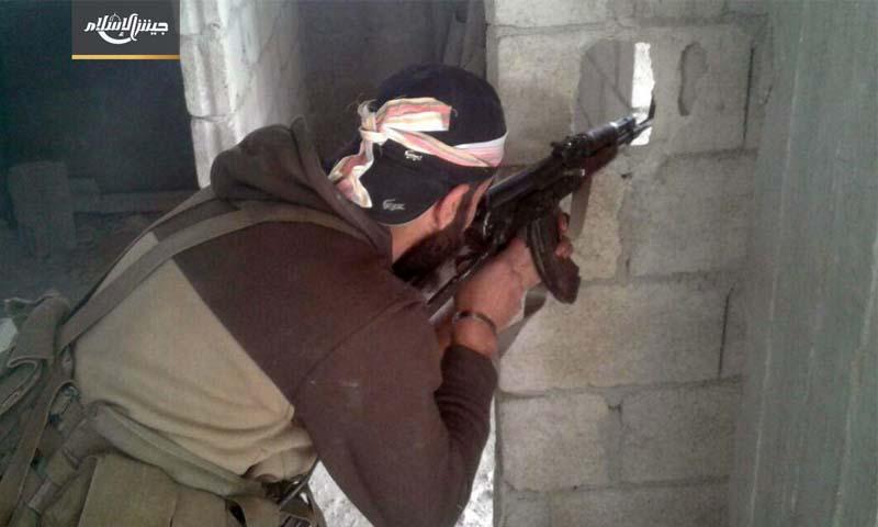تعبيرية: مقاتل في الغوطة الشرقية - 27 نيسان 2017 (جيش الإسلام)