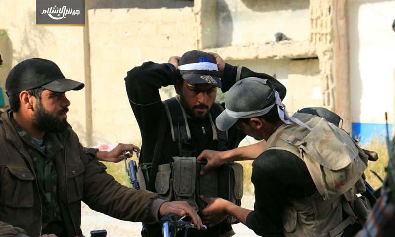 مقاتلو المعارضة يستعدون لمعارك حوش الضواهرة في الغوطة الشرقية - 27 نيسان 2017 (جيش الإسلام)
