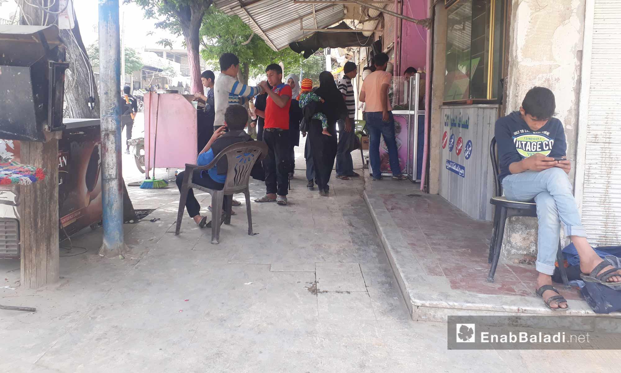 جانب من أسواق مدينة جرابلس في ريف حلب الشمالي الشرقي- الخميس 27 نيسان (عنب بلدي)