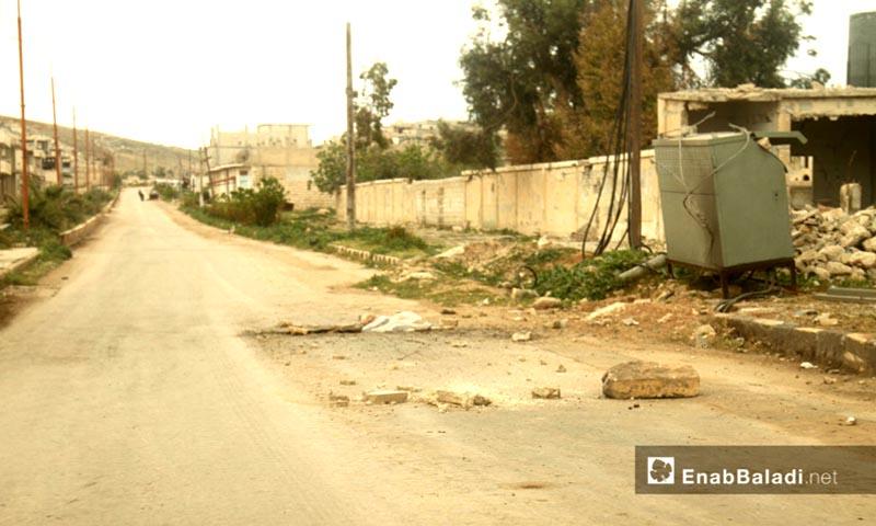 تعبيرية: موقع سقوط الصواريخ المحملة بالغازات السامة في خان شيخون بإدلب - 14 نيسان 2017 (عنب بلدي)