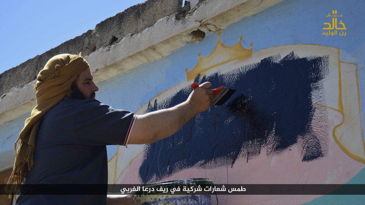 """""""جيش خالد"""" يزيل عبارات معتبرًا أنها """"شعارات شركية""""- الأربعاء 26 نيسان (تلغرام)"""