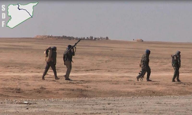"""عناصر من """"قسد"""" في ريف الرقة - شباط 2017 (قوات سوريا الديمقراطية)"""