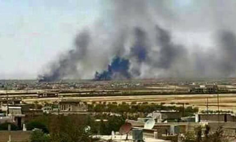 """صورة تداولها ناشطون لأدخنة في سماء مطار """"الثعلة""""- الاثنين 17 نيسان (فيس بوك)"""
