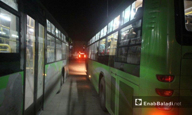 حافلات في حي الوعر الحمصي- 1 نيسان 2017 (عنب بلدي)