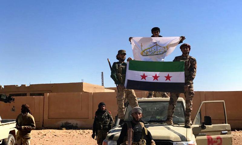 """مقاتلون من """"جيش أسود الشرقية"""" في منطقة العليانية في البادية السورية- الخميس 20 نيسان (تويتر)"""