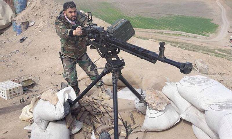 مقاتل من الميليشيات المحلية الرديفة لقوات الأسد في ريف حماة الشمالي- الاثنين 2 نيسان 2017 (فيس بوك)