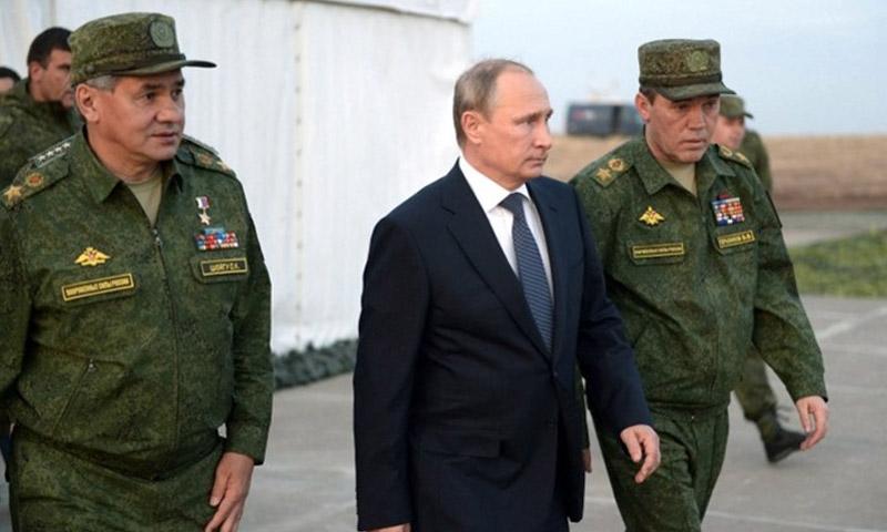 تعبيرية: الرئيس الروسي فلاديمير بوتين، ووزير دفاعه سيرغي شويغو (يسار الصورة) - 2016 (إنترنت)