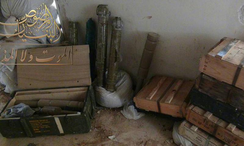 ذخائر وصواريخ قالت المعارضة إنها استولت عليها في حي المنشية- الخميس 6 نيسان (البنيان المرصوص)