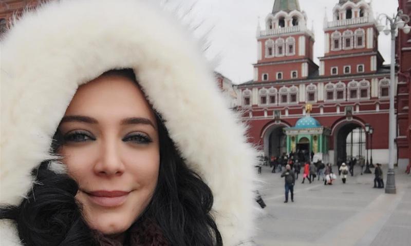 سلاف فواخرجي في ساحة الحمراء في موسكو (إنستغرام)
