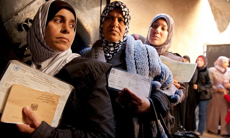 لاجئون سوريون وفلسطينيون في لبنان (إنترنت)