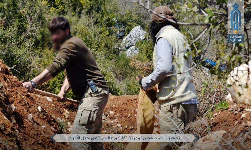 """مقاتلو """"هيئة تحرير الشام"""" في جبل الأكراد في ريف اللاذقية ضمن معركة """"فإنكم غالبون"""" - 6 نيسان 2017 (عنب بلدي)"""